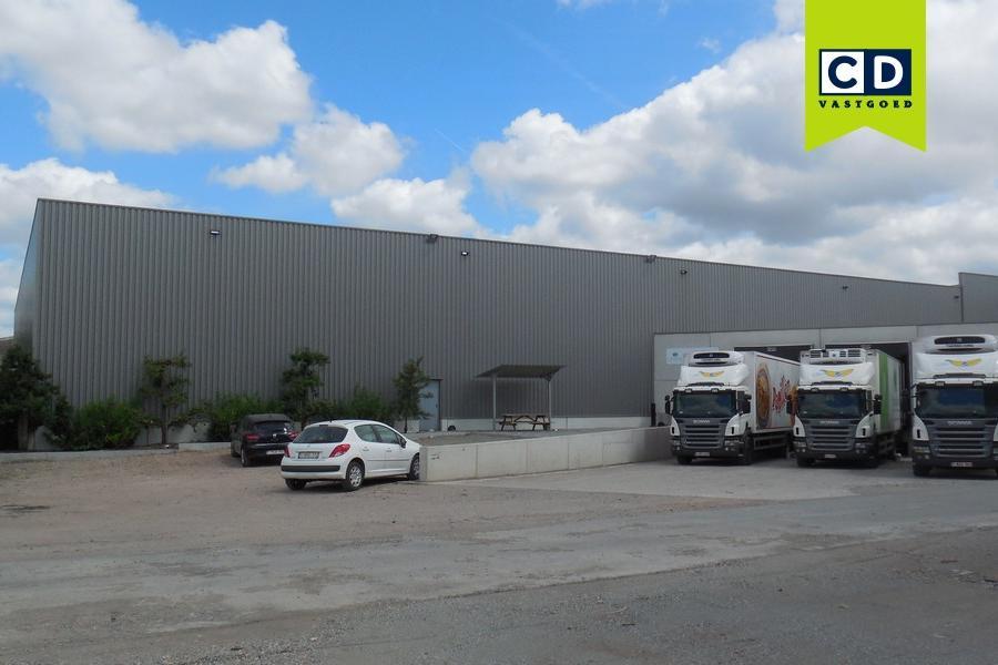 Warehouse let to HelloFresh